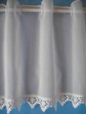 Scheibengardine mit Bortenabschluß und Durchzug f. Scheibenstange