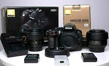 Nikon D5300 + Nikon 18-55mm f/3.5-5.6 + Nikon 35mm f/1.8 + 3 batteries +chargeur