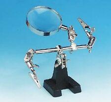 Mano assieme aiuti gioielli rendendo HEAVY CAST base per la stabilità