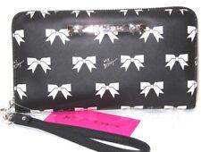 Betsey Johnson Bow Print Black & White Wristlet Wallet NWT $58