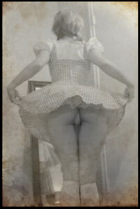 Retro Risqe Pinup Girl Sexy vintage Antique Rare Woman Photo 4x6 J