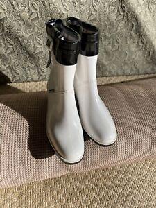 Burberry Womans Rain Boots Sz 10 1/2