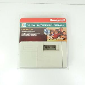 Honeywell 5-2 Day Programmable Thermostat Model CT3200A 1001