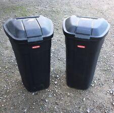 2 CURVER Mülleimer auf Rädern, je 110 Liter für mobile Gastronomie / neuwertig