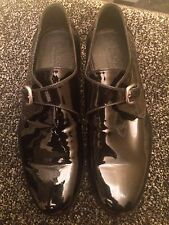 Black. Gucci  Designer Patent Shoes Size 91/2 Serial No 322303
