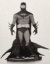 "BATMAN BLACK & WHITE By Artist Jae Lee Polyresin Statue 7.8"" 289/5200 SEALED"