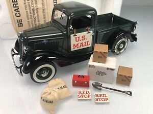 Danbury Mint 1935 Ford Half Ton Pickup U.S. Mail Contract Carrier 1:24 Die-cast