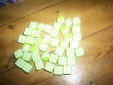 40 blanc & vert clair boule et cubes Perles 17 cms Pour Collier Artisanat etc NEUF