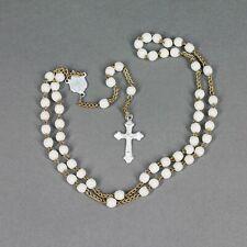 chapelet ancien fait de petites perles en verre opale blanc