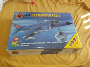1/24 BAe Sea Harrier FRS-1 and reference books.