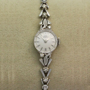 Girard Perregaux B1975 Vintage Ladies Manual Wristwatch - Diamond Accents