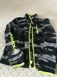 NWOT Under Armour Boys Youth Large Jacket