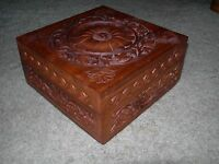 SUPERIOR MAHOGANY TRINKET BOX ~ Decoratively Carved Scrolling Flowers ~ Lined