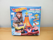 HOT WHEELS RED LIGHT GREEN LIGHT RACING GAME 2018 NEW IN UNOPENED BOX 2 CARS