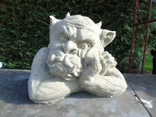 statue gargouille en pierre patinée, monstre  !