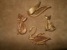 VINTAGE DESIGNER SIGNED 'MONET' &  'BROOKS' 1960's WIRED GOLD TONE BROOCHES (4)