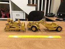 Caterpillar 631E scraper - ERTL - 1:50 AND D10N BULLDOZER GREAT CONDITION