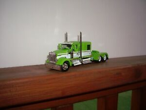 DCP FIRST GEAR 1/64 LIME GREEN AND WHITE KENWORTH W900 WITH 60'' FLATTOP SLEEPER