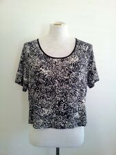 Effortless Style! Metalicus (one size) black & white top in excellent condition