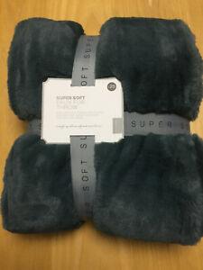 Luxury Faux Fur Throw Blanket Super Soft & Cuddly Furry 130 x 150 cm Teal Green