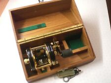 A SUPERB RARE VINTAGE BOXED ABU AMBASSADEUR 5000 DE LUXE MULTIPLIER REEL