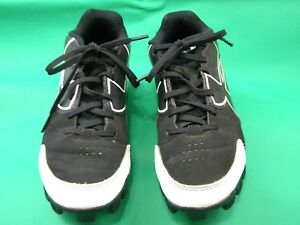 Under Armour Baseball Tennis Shoes With Cleats Boys size 3.5Y