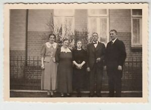 (F20767) Orig. Foto Celle, Personen vor einem Wohnhaus 1937