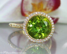 Attraktives Unikat: Erlesener Peridot Ring mit Brillanten 4,09 ct. GG 750 2.100€