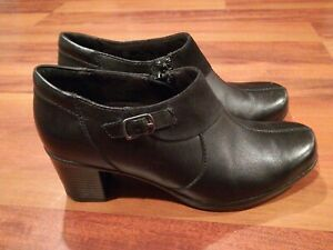 """CLARKS Bendables 63037 Womens Leather Ankle Zip Side Boot 2.5"""" Heel Black Size 7"""