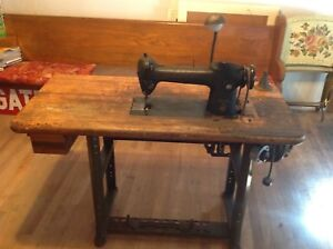 Vintage Singer 241-13 Sewing Machine