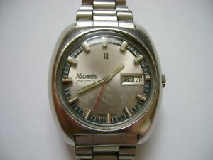 VINTAGE AUTOMATIC NIVADA  RUN AND KEEP TIME