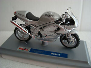 Triumph Daytona 955i Silver 1:18 Maisto