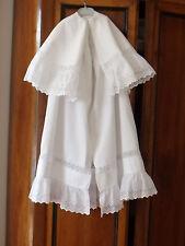 ancienne grande cape de baptême en piqué de coton blanc et dentelles