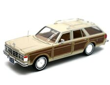 1979 CHRYSLER LEBARON TOWN AND COUNTRY CREAM 1:24 MODEL CAR BY MOTORMAX 73331