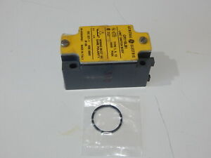 GENERAL ELECTRIC CR115LB1 LIMIT SWITCH LEVER ROLLER - USA FAST SHIPPING