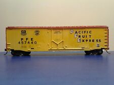 """HO Scale """"Pacific Fruit Express"""" 50 Foot PFE 457440 Freight Train Box Car"""