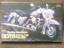 HARLEY DAVIDSON SPECIAL ROAD KING -FLHR - SILVER PLACTIC MODEL