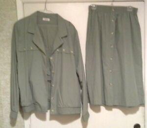 American Collection/Cricket Lane Olive 3 Piece Suit set, Size XL/16/18