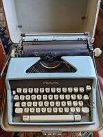 Mid Century Modern Turquoise Olympia SM7 Deluxe Portable Typewriter 60s Vtg case