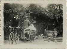 PHOTO ANCIENNE - VINTAGE SNAPSHOT - VÉLO BICYCLETTE REMORQUE TRIPORTEUR - BIKE