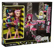 Monster High Creepteria with Cleo de Nile and Howleen Wolf 2 Doll Gift Set NIB