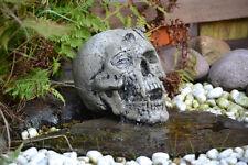 Totenkopf - Wasserspeier - Totenschädel mit Skorpion - Skull aus Steinguss