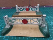 Hornby (Meccano) Dublo Metal  level crossing
