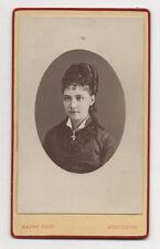 PHOTO CDV - MAURY ANGOULÊME - Coiffe Femme Robe Vers 1880 Vintage Bijou Croix