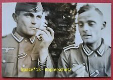 Foto Soldaten rauchen Pfeife Portrait in Palluau sur Indre Frankreich, Wehrmacht
