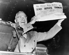"PRESIDENT HARRY S. TRUMAN - ""DEWEY DEFEATS TRUMAN"" - 8X10 PHOTO (EP-850)"