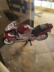 Maisto 2001 Yamaha YZF 1000 Thunderace diecast motorcycle 1:18 silver