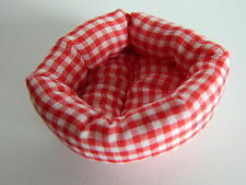 (M1) DOLLS HOUSE RED/WHITE SOFT PET BED