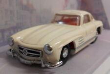 Véhicules miniatures blanc Dinky pour Mercedes