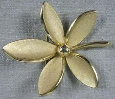 Real Nice Vintage Crown Trifari Large Heavy Cast Goldtone 5 Blade Leaf Pin